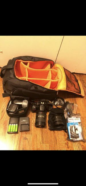 Like new Nikon D5500 bundle with 2 lens and sb700 flash for Sale in Pennsauken Township, NJ