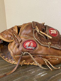 Nokona AMG-100 Right Handed Baseball Glove for Sale in Everett,  WA