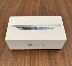 iPhone 5 (white & silver) 16GB for Sale in San Diego, CA