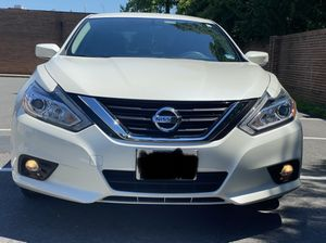 Nissan Altima SV 2017 Clean Title no Accidents Low Mileage (PRICE IS FIRM) for Sale in Vienna, VA