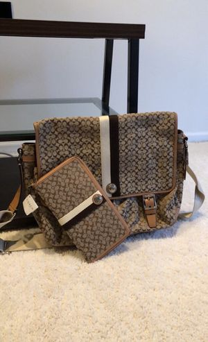 Coach Signature Messenger Bag with Wallet for Sale in Buffalo Grove, IL