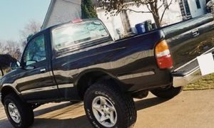 TOYOTA TACOMA 01 runs great, CLEAN TITLE! looks great! for Sale in Baltimore, MD