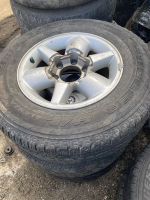 2002 Nissan Pathfinder rims and tires for Sale in Opa-locka, FL