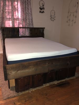 Queen bed and frame for Sale in Knoxville, TN