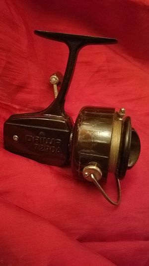VINTAGE DAIWA 7290A SPINNER FISHING REEL for Sale in Fairfield, CA