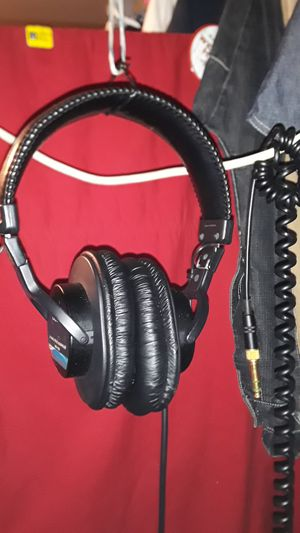Sony DYNAMIC STEREO HEADPHONES mdr-7506 professional for Sale in San Diego, CA