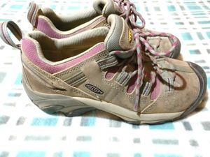Keen women's hiking or work shoes size 7 for Sale in Tacoma, WA