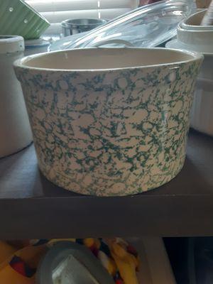 Roseville crock pottery 2Qt for Sale in Tulsa, OK