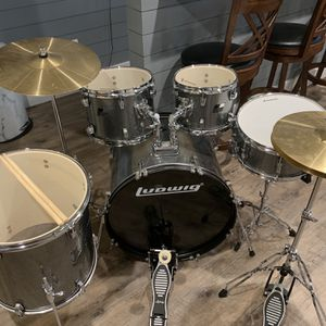 Ludwig Full Silver Drum Set for Sale in Newtown, CT