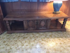 Solid oak coffee table for Sale in Chicago, IL