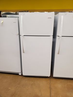 Frigidaire Top Freezer Refrigerator for Sale in City of Industry, CA