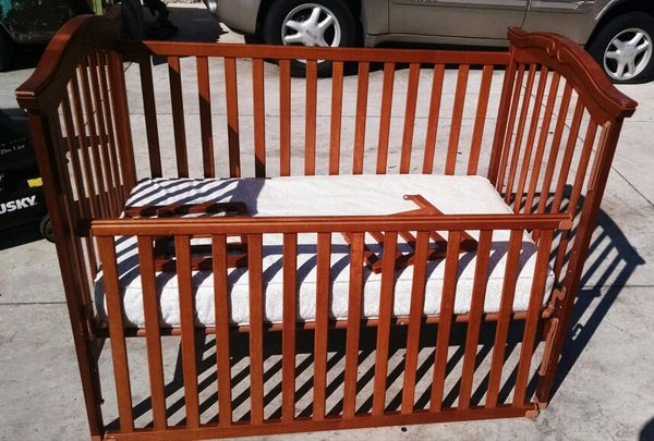 Crib that turns into toddler bed