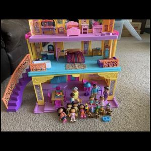 Talking Dora House. Includes Lots Of Accessories ! for Sale in Belleville, MI