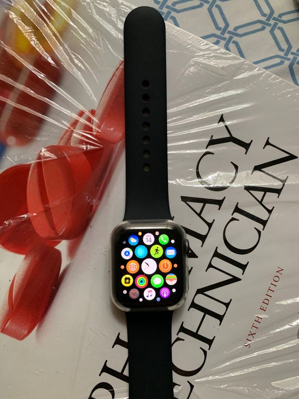Apple Watch Series 4 - 40mm / GPS + Cellular (Black)