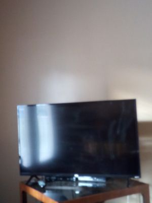 Tcl smart TV 44' with roku for Sale in Rome, GA