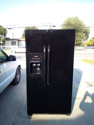 35 INCH-WIDE FRIGIDAIRE SIDE BY SIDE REFRIGERATOR ***DELIVERY AVAILABLE*** for Sale in Pomona, CA