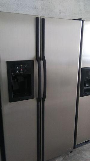 Refrigerator 36inch perfect condition for Sale in Miami Gardens, FL