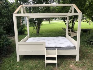 Adorable House Bed- Solid Wood- Includes Full Size Mattress for Sale in Franklin, TN
