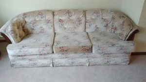 Flower couch smoke free for Sale in Normal, IL