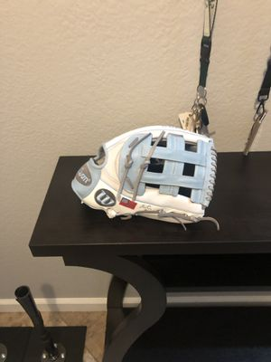 Wilson A2000 1799 custom 12.75 glove. for Sale in Del Sur, CA