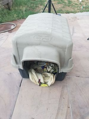 Top paw dog House (small) for Sale in Las Vegas, NV