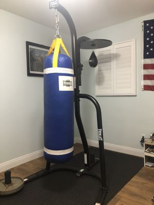 Everlast heavy bag/speed bag stand includes heavy bag/speed bag for Sale in Glendora, CA