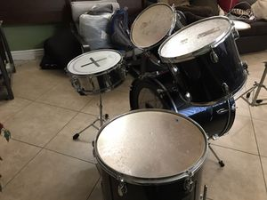Rock wood 5pc drum set with Ludwig kick pedal for Sale in Fresno, CA