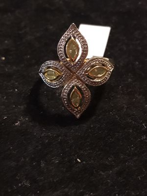 BRAND NEW LADIES RING WITH 1CTW APPLE GREEN MARQUISE CUT CZS for Sale in Seaford, DE