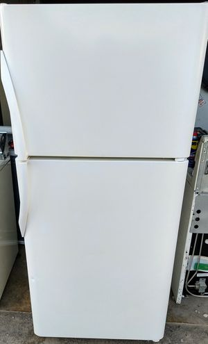 Like New! Frigidaire Gallery Freezer-On-Top Refrigerator! for Sale in Cleveland, OH