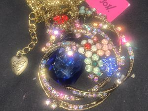 Betsy Johnson beautiful vintage style pendant chain for Sale in Downers Grove, IL