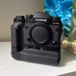 Fujifilm X-T2 w/ Grip for Sale in Beaverton,  OR