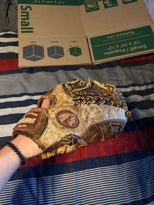 baseball glove nokona bc 1150 300$ retail value for Sale in Portage, IN