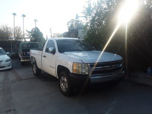 2007 Chevy Silverado short bed..$1400 clean title ..needs motor and body work. (no title) for Sale in Riverside, CA