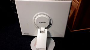 FOR TRADE SAMSUNG COMPUTER DESK MONITOR for Sale in Long Beach, CA