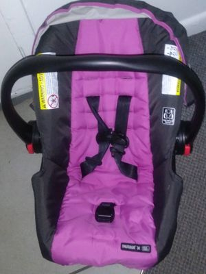 Pink & black car seat for a girl for Sale in Huntsville, AL