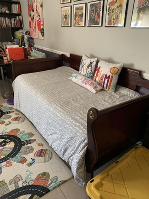 Solid wood twin sleigh bed for Sale in Miami, FL
