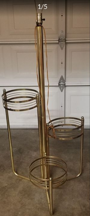 Planter stand lamp *pending*pickup* for Sale in Tacoma, WA