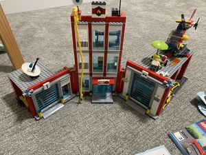 Lego fire station retired set over 900 pieces! Nothing missing for Sale in Renton, WA