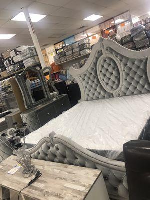 Queen bedroom set for Sale in Lawrenceville, GA