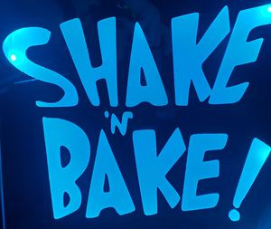 Shake n bake etched lighted mirror for Sale in Northglenn, CO