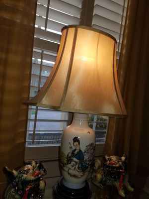 Vintage Chinoiserie lamp (Geisha) for Sale in Miami, FL