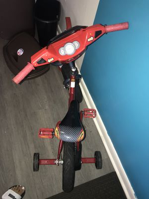 Bicycle with training wheels for Sale in Lakeland, FL