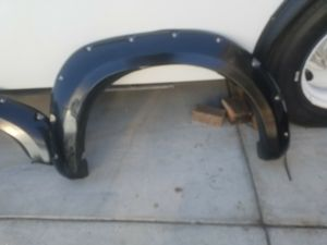 07 - 13 fender flares pasinger side for Sale in Bakersfield, CA