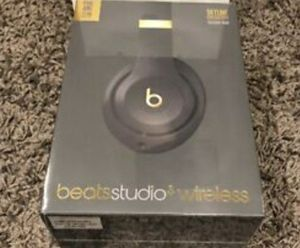 Beats studio 3 wireless noise cancelling head phones for Sale in Crowley, TX