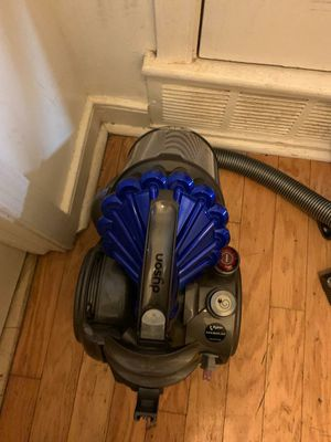 Dyson vacuum cleaner for Sale in Wheaton-Glenmont, MD