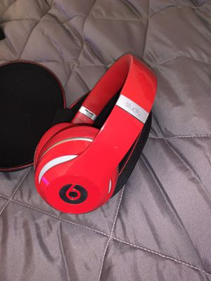 Beats Studio Wired with a wireless connector FREE for Sale in Mechanicsburg, PA