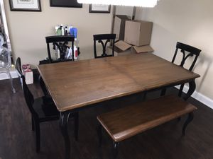 Huge wood Dining set 5 years old with BIG Leaf insert, Naperville IL for Sale in Naperville, IL