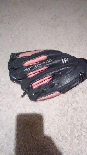 Mizuno girl baseball glove for Sale in Columbus, OH