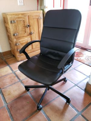 Desk chair. Good condition for Sale in Rancho Cucamonga, CA