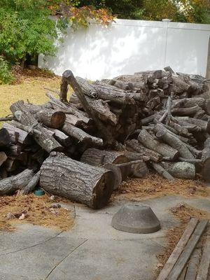 Free uncut seasoned firewood for Sale in Westbury, NY